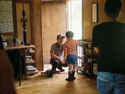 Lee Isaac Chung na rodagem de 'Minari'. Em vídeo, o trailer do filme (legendas em espanhol).