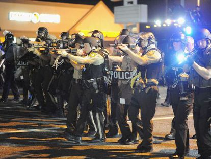 A policia do Missouri, durante um protesto em 18 de agosto.