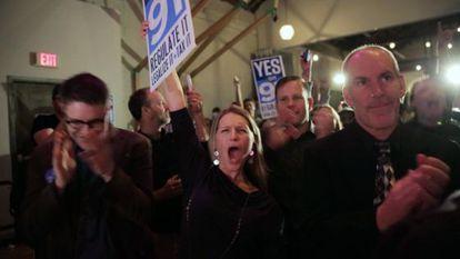Celebração no Oregon depois da vitória da legalização.