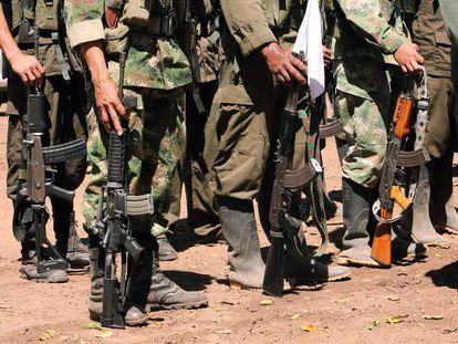 Guerrilheiros das FARC na zona de transição da Guajira, no norte de Colômbia.