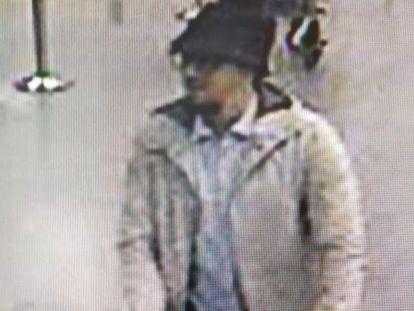 Imagem do terrorista fugitivo, ainda não identificado.