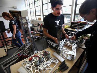 A rede de escolas High Tech High da Califórnia é pioneira na aprendizagem com base em projetos.