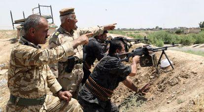 Soldados curdos, em um enfrentamento com os jihadistas.