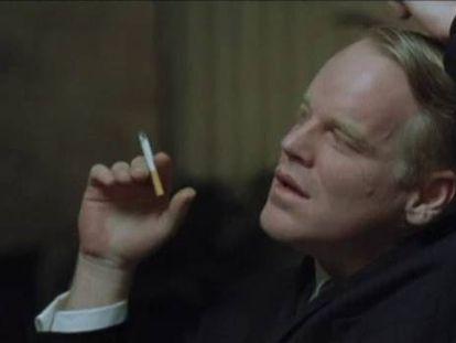 Seymour Hoffman como Capote, papel que ganhou o Oscar.