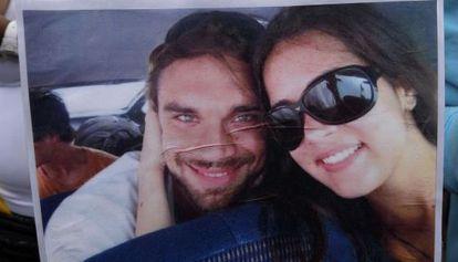 Mónica Spear e o seu ex-marido em um cartaz de um protesto pelo crime.