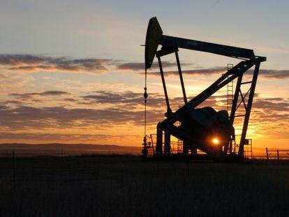 Uma bomba extrai petróleo em Montana.