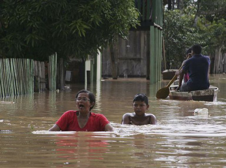 População enfrenta as águas no Acre.