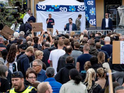 Manifestantes contra os eurofóbicos e xenófobos partido dos Democratas Suecos que, pela primeira vez em sua história, vai conquistar o segundo lugar, segundo as pesquisas