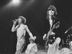 Los Rolling Stones tocando en Rotterdam en 1973: Mick Jagger y Keith Richards en primer término, Mick Taylor (guitarra) y Charlie Watts (batería), al fondo.