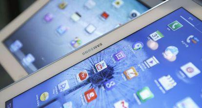Um Galaxy Tab da Samsung e um iPad da Apple.