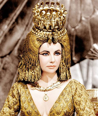 A Cleópatra que Elizabeth Taylor interpretou em 1963 era uma espécie de estrela pop que se vestia de forma luxuosa e extravagante.