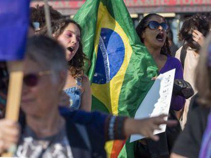 Embora a iniciativa das mulheres seja indiscutível, #EleNão se tornou o slogan de minorias insultadas por Bolsonaro, ganhando também apoio de homens que vão às ruas neste sábado