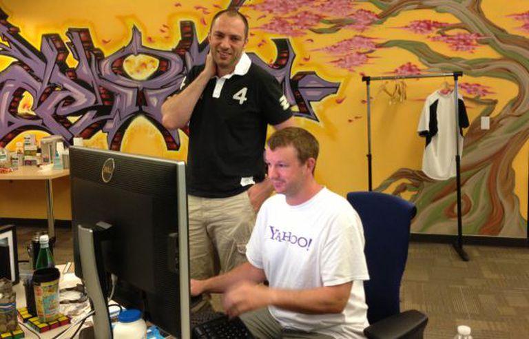 Koum e Acton, na sede da empresa.