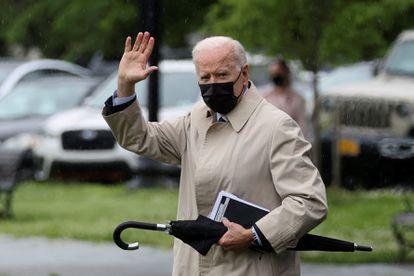 O presidente dos Estados Unidos, Joe Biden, na tarde de sexta-feira nos jardins da Casa Branca antes de ir para Camp David.
