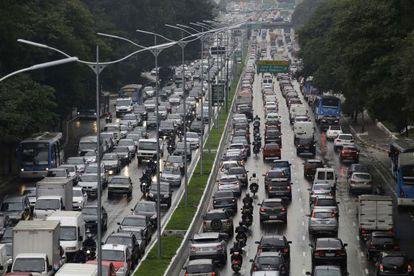 Congestionamento na Avenida 23 de Maio, importante via paulistana, no segundo dia da paralisação dos metroviários.