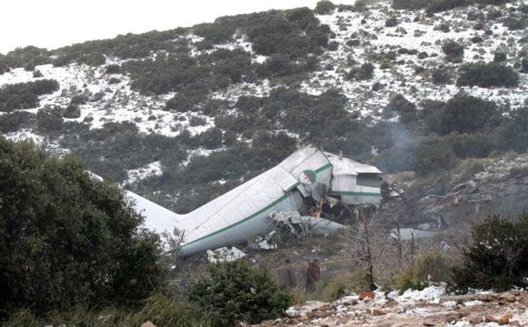 Parte do avião destruído no acidente na Argélia. EFE/STR