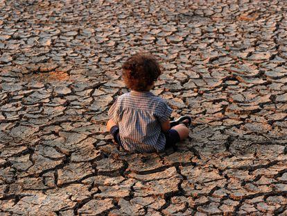 Criança em área afetada pela seca nos arredores de Tegucigalpa (Honduras).