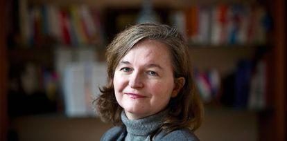 Nathalie Loiseau é a diretora da Ècole Nationale d'Administration. É diplomata, defende o papel da ENA – formar generalistas e não especialistas – e viveu cinco anos nos Estados Unidos (trabalhou na Embaixada da França em Washington DC).