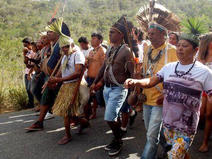 Povo Xukuru desce a serra de Ororubá no dia 20 de maio, em memória à data em que o cacique Xicão foi assassinado.