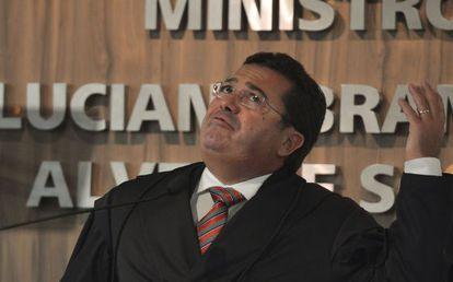 Ex-senador Vital do Rêgo em sua posse no TCU, em fevereiro.