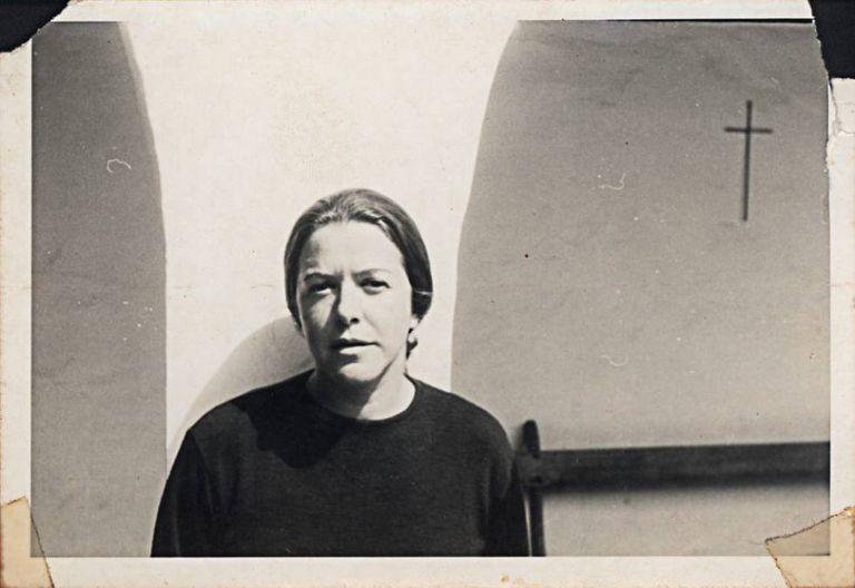 Hilda Hilst em sua casa em Campinas