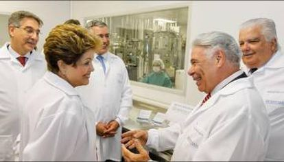 Então presidenta Dilma Rousseff é recebida por Ogari Pacheco durante inauguração de fábrica do Cristália em 2013, que contou com financiamento do Governo federal.