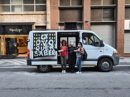 O carro do ovo, manifestação do coletivo Aparelhamento, nas ruas de São Paulo.