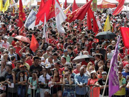 Milhares de pessoas compareceram ao vale do Anhangabaú.