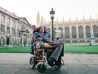 Stephen Hawking, fotografado em Cambridge em 1988.
