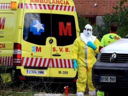 Ambulância que transportou passageiro com suspeita de ebola.