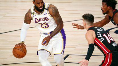 LeBron James durante um jogo das finais de 2020 entre os Lakers e o Miami Heat.