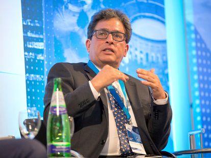 O ex-ministro da Fazenda da Colômbia Alberto Carrasquilla em uma conferência em 2019.