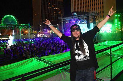 O estudante Matty Roberts na festa Alienstoock, que era para ser realizada em Rachel, perto da Área 51, mas devido a falta de estrutura, foi organizada em Las Vegas