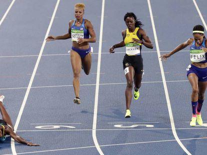 Final dos 400 metros. Shaunae Miller (à esquerda) vence as adversárias atirando-se sobre a linha de chegada