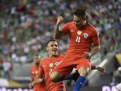 'Roja' impõe uma goleada histórica, com Vargas, inspirado, marcando quatro dos sete gols