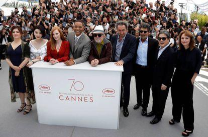 O júri de Cannes: a partir da esquerda, Jaoui, Bingbing, Chastain, Smith, Almodóvar, Sorrentino, Yared, Park e Ade.