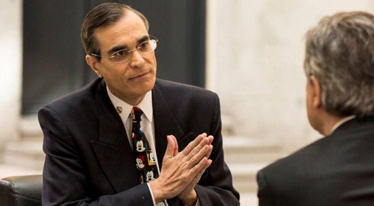 José Luis Cordeiro durante uma entrevista