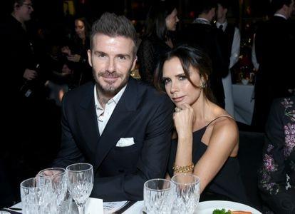 David e Victoria Beckham (fotografados em 2018) sobreviveram à crise em seu casamento e são hoje o grande supercasal da Inglaterra (junto com Harry de Gales e Meghan Markle) e são, além de uma família, um lucrativo negócio.