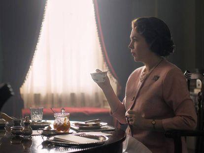 Olivia Colmam como Isabel II na terceira temporada de 'The Crown'.