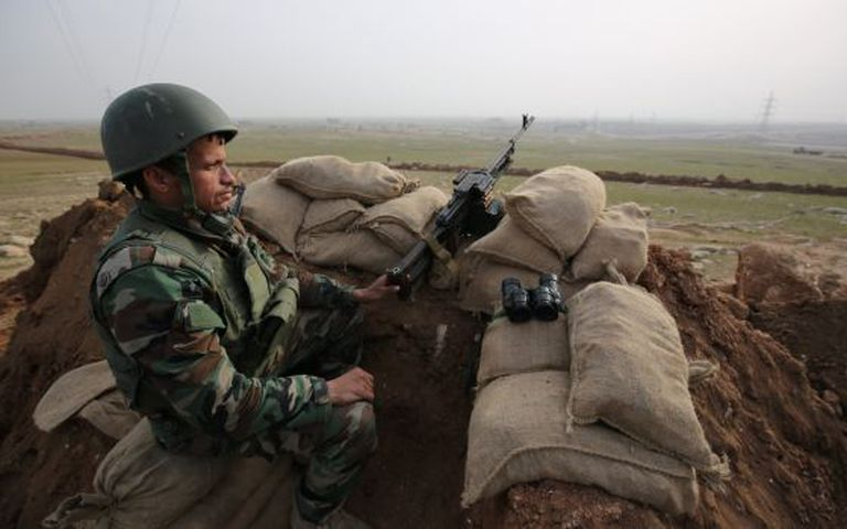 Militar curdo nas proximidades de Mossul.