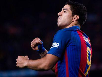 Luis Suárez comemora um gol.