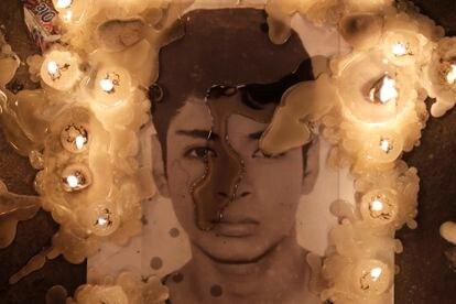 Imagem do jovem assassinado Bryan Pintado durante homenagem em Lima em 15 de novembro.