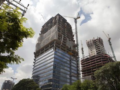 Edifícios em construção na Vila Olímpia, em São Paulo.