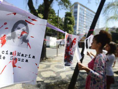 Ato em memória das mulheres vítimas da ditadura militar no Rio em 2016.