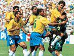 Mauro Silva comemora o tetra com a seleção em 1994.