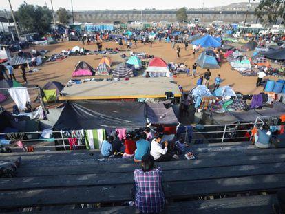 Um dos abrigos na fronteira entre o México e os EUA.