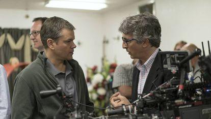 Matt Damon e o diretor Alexander Payne, na filmagem de 'Pequena Grande Vida'.