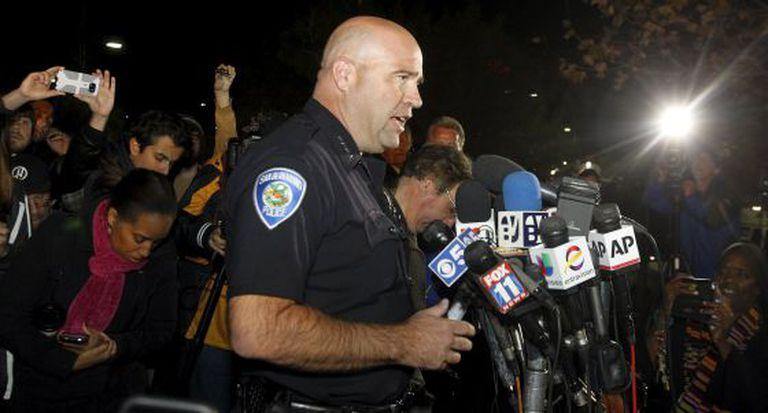 O chefe de polícia de San Bernardino em entrevista coletiva na quarta-feira.
