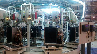 Fábrica montadora de computadores em Ushuaia, Terra do Fogo, Argentina.