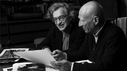 O cineasta Wim Wenders e o fotógrafo Sebastião Salgado em cena do documentário 'O sal da terra'.